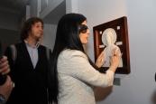 певица Диана Гурцкая  на открытии выставки для незрячих.