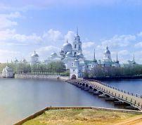 Фотография монастыря с полуострова Светлица. С. М. Прокудин-Горский, 1910.